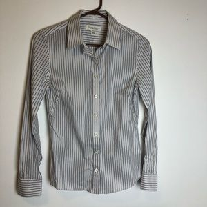 Banana Republic non- iron fitted button up